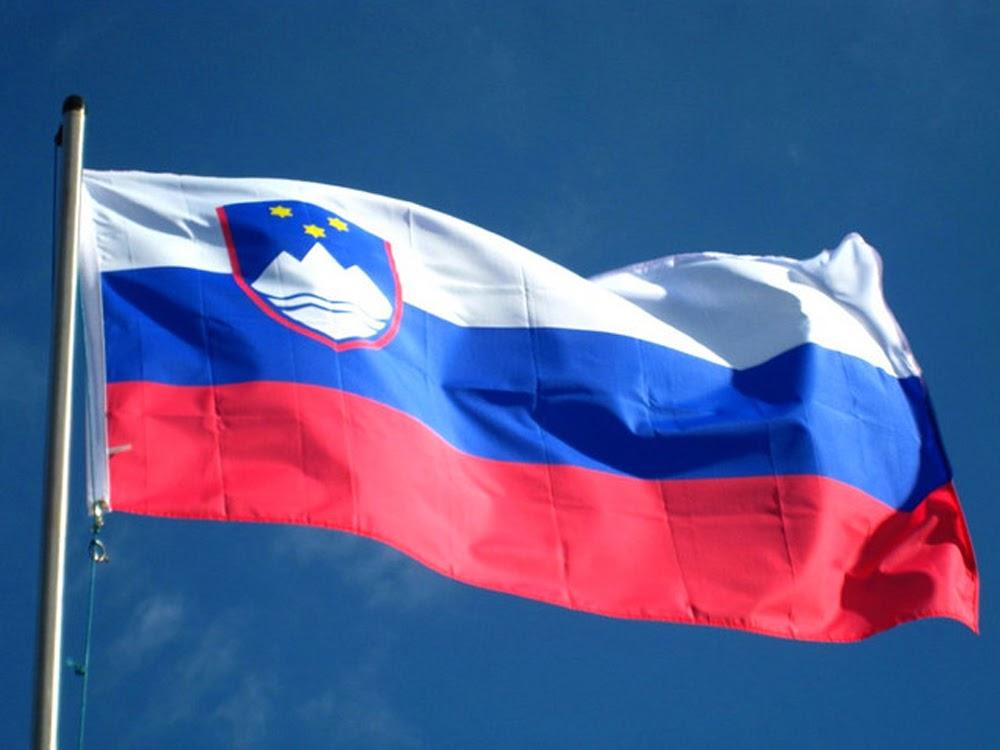 3d Broken Screen Wallpaper Graafix Flag Of Slovenia