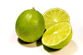 Jeruk Lemon sebagai obat batuk tradisional. Foto : Pixabay. https://cdn.pixabay.com/photo/2015/02/10/18/00/lime-631389_960_720.jpg
