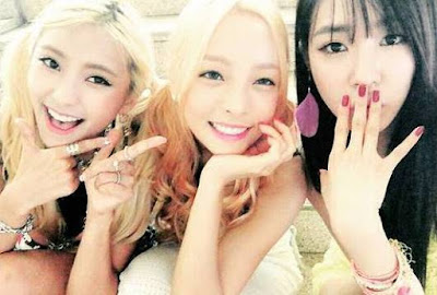 SNSD's Tiffany snapped lovely pictures with Sistar's Bora and KARA's Hara ~ Wonderful Generation