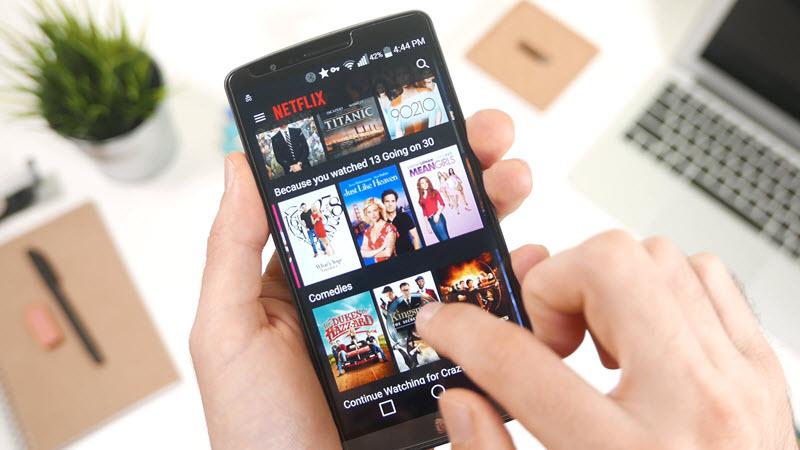 نتفليكس تختبر إشتراك خاص بالهواتف الذكية مقابل 4 دولار شهريًا