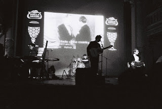 http://lasastresa.blogspot.ro/2008/04/otros-aires-concert.html