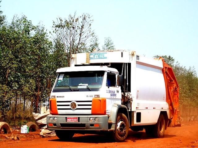 Detalhe de um caminhão coletor de residuos urbanos. Foto: João Paulo M. Marinho