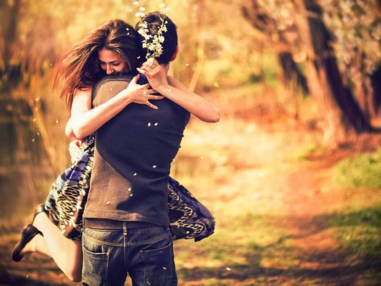 7 Basic Differences Between Loving And Being In Love With Somebody