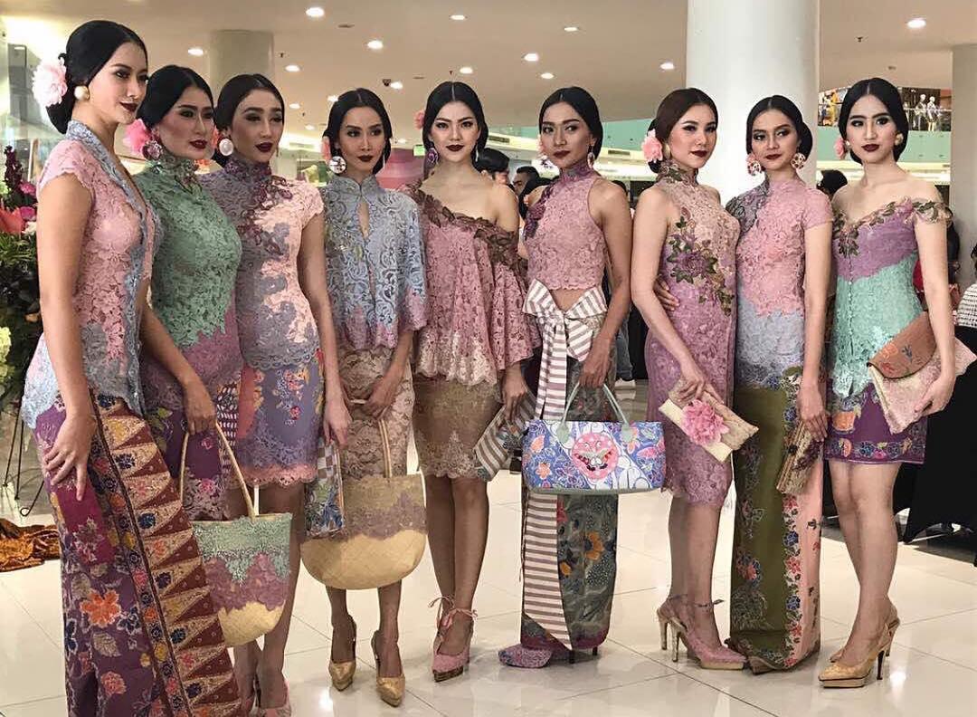 Gambar Contoh Model Baju Batik Kombinasi Brokat Terbaru Model Baju