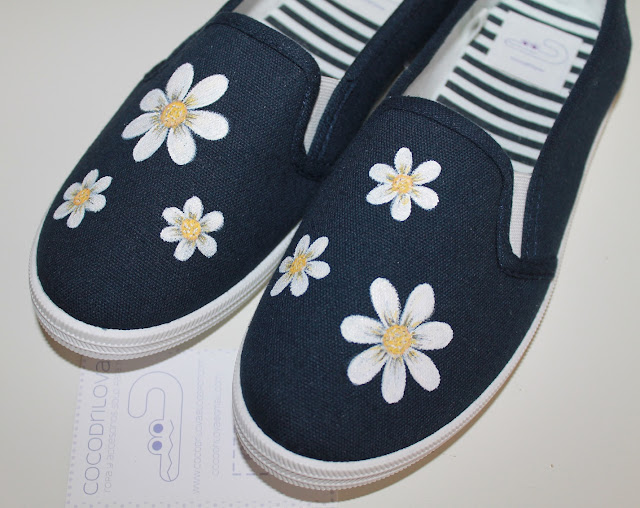 zapatillas pintadas margaritas