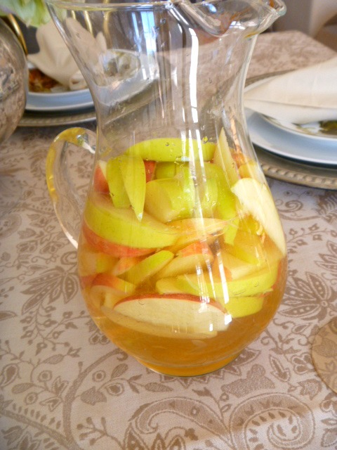 Apple Cider Sangria.  Fragrant, light, and refreshing, this drink will remind you of a fresh picked apple with a little zing to it! - Slice of Southern