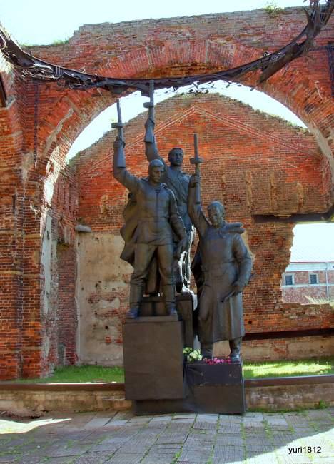 Мемориал защитникам крепости. Памятник в церкви