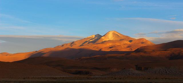 El volcán Uturuncu, visto desde Quetena Chico
