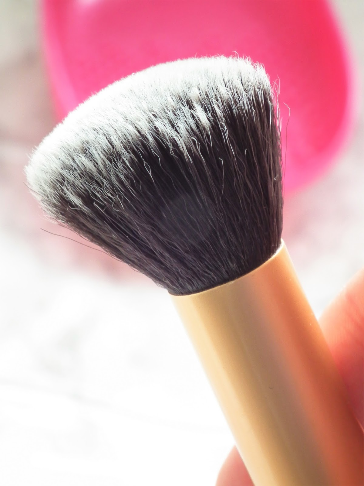 Easy Brush Cleansing With Real Techniques