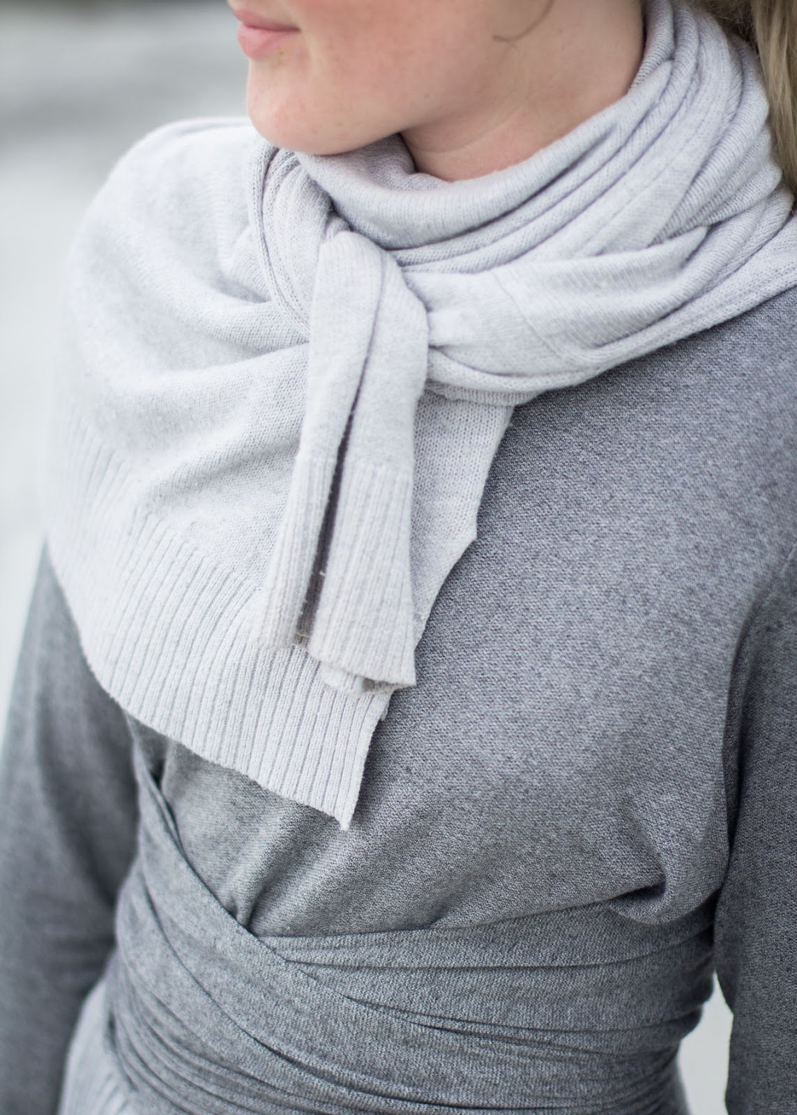 How to style a sweater as a scarf - Canadian Fashion / Style Blogger - H&M