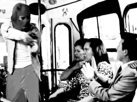 Apuñalan a pasajero durante asalto