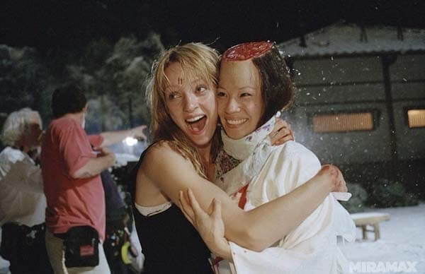 60 Iconic Behind-The-Scenes Pictures Of Actors That Underline The Difference Between Movies And Reality - Kill Bill Best Friends For Ever! After the head slice.