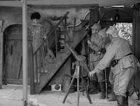 """Кадр из к/ф Чарли Чаплина """"На плечо"""" / Shoulder Arms (1918) - 17"""