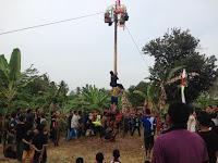 HUT ke 72 RI, Ponpes Alkautsar Banjar Gelar Lomba Panjat Pinang