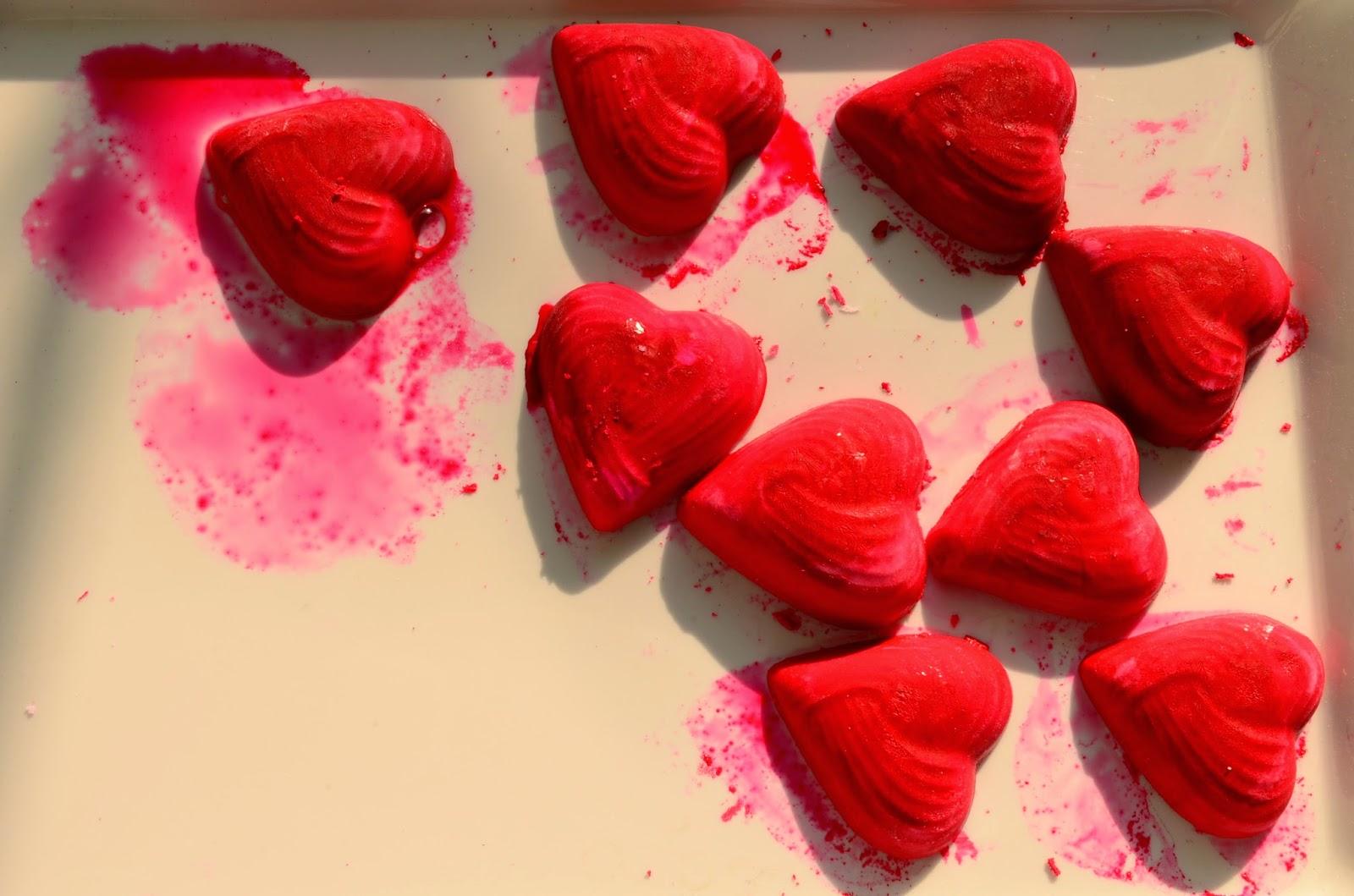 13 Non-Traditional Art Supplies for Preschoolers: Baking Soda & Vinegar: Fizzy Frozen Hearts