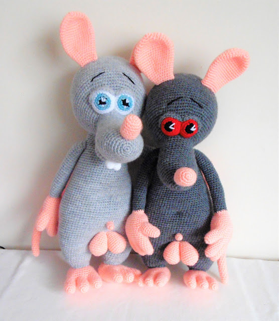-crochet -rat -boy -amigurumi -crochetratwithballs - balls #crochetratwithballs #naked #rat #amigurumirat #animals #nudist #grey #softtoy
