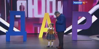 Τετράχρονο κοριτσάκι μιλάει 7 γλώσσες