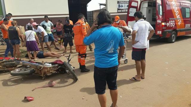 Motociclistas se ferem após colisão frontal na Capital