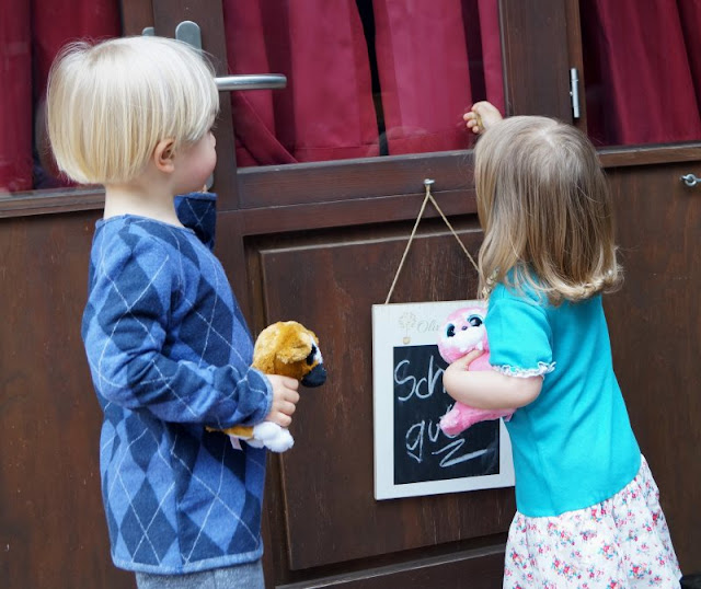 Lia Bach: Zauberhafte Festtagskleidung für Kinder. Kinder brauchen schöne, aber bequeme Mode!