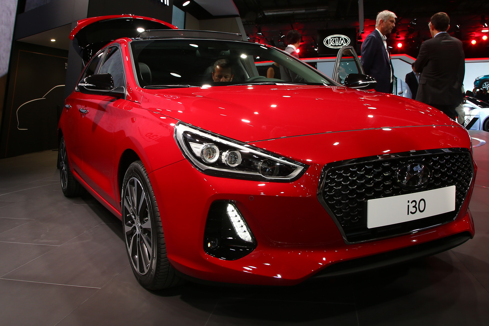 new hyundai i30 aims straight for the top of the segment carscoops. Black Bedroom Furniture Sets. Home Design Ideas