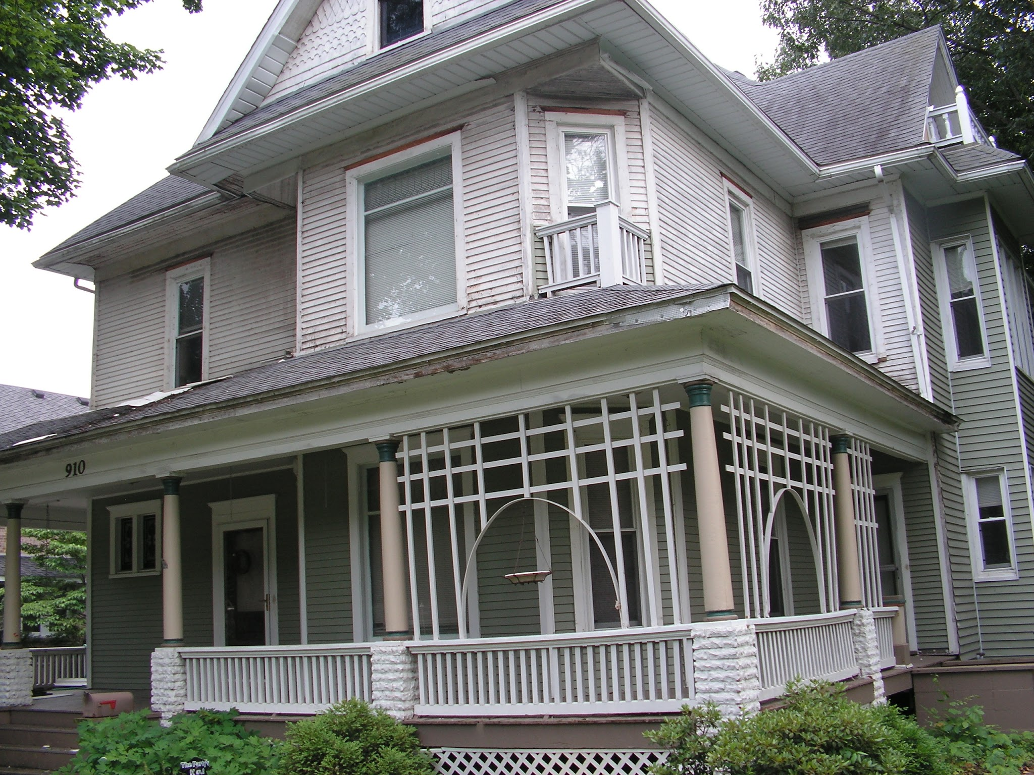 1900 Victorian Home Restoration Painting The Front Of The