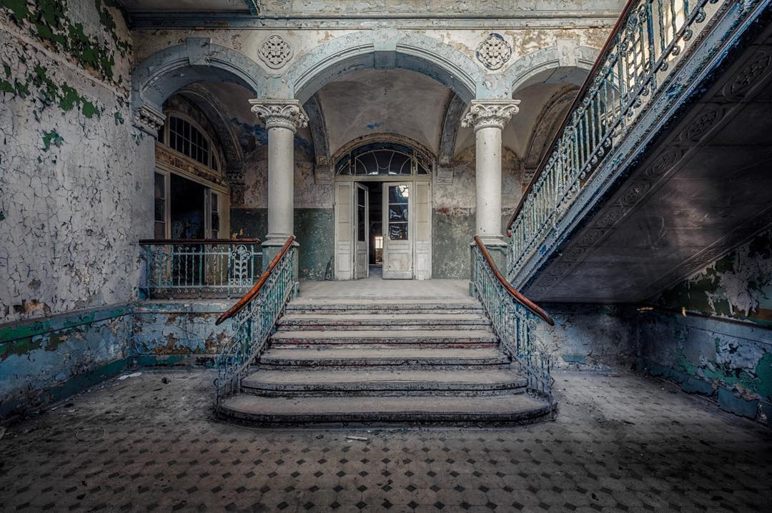 06-Christian-Richter-Architecture-with-Photographs-of-Abandoned-Buildings-www-designstack-co