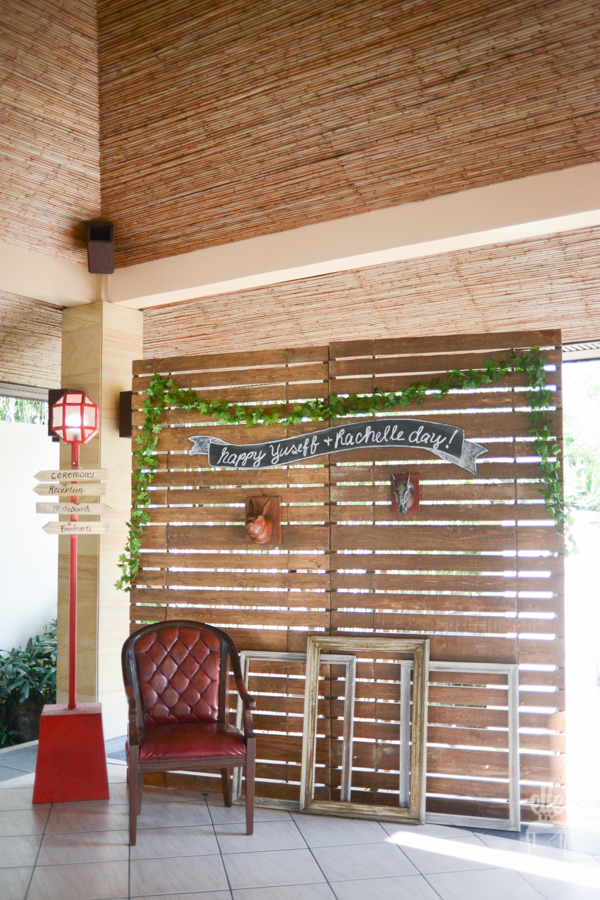rustic photobooth backdrop, wood event backdrop