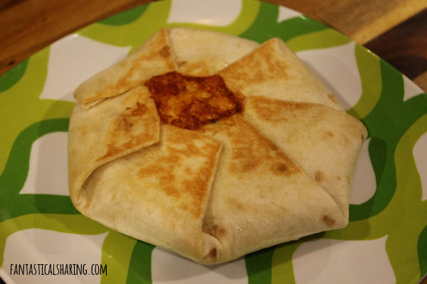 Taco Bell Crunchwrap Supremes // It's easier to make this Mexican fast food treat than you would think! #recipe #copycat #beef #tacobell #maindish