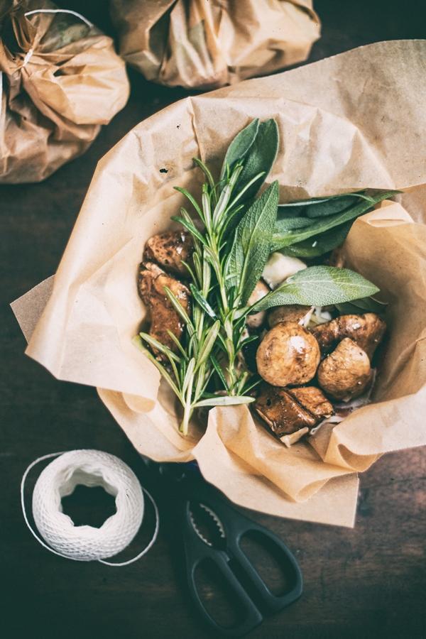 grzyby, zioła, szynka dojrzewająca