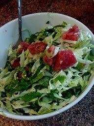 овощной салат +из молодой капусты