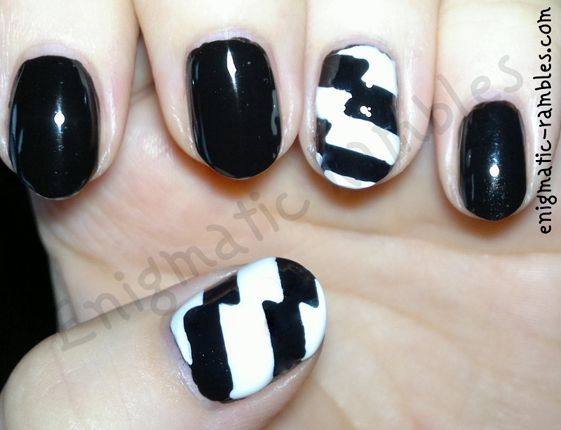 black-and-white-lightning-nails-nail-art-essence-black-is-back-barry-m-matt-white