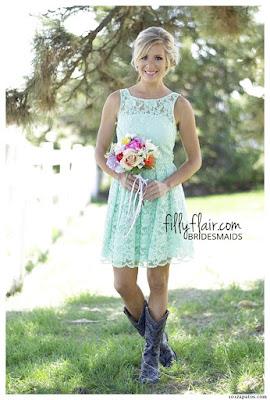 botas vaqueras con vestido