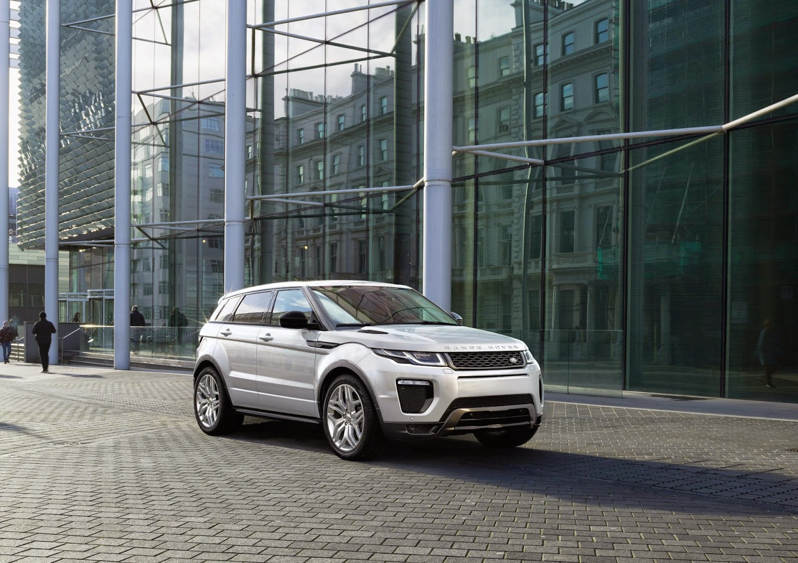 f76c4af9 The wraps have come off the new Range Rover Evoque, billed as the most  efficient production Land Rover ever.