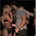 britney se la spassa con sam asghari a taipei: lo bacia sul palco e lo fotografa nudo