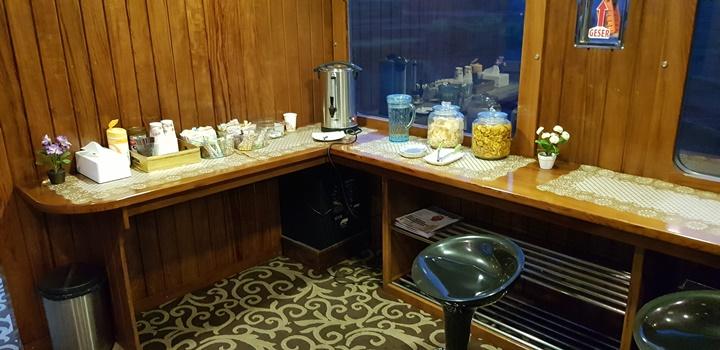 Cafe kecil di gerbong Argo Parahyangan priority VIP