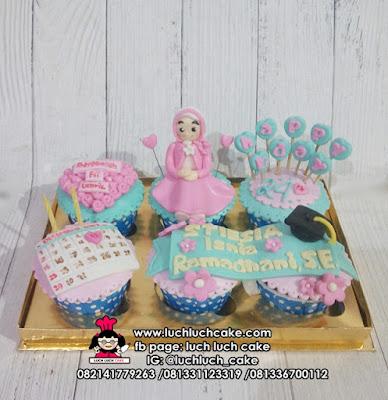 Cupcake Kado Wisuda Untuk Perempuan