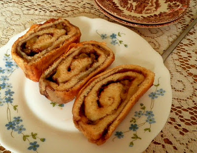 Banana Swirl Bread Recipe @ treatntrick.blogspot.com