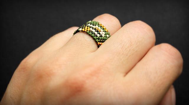 купить кольцо авторской работы зеленое с золотистым кольцо купить цена фото