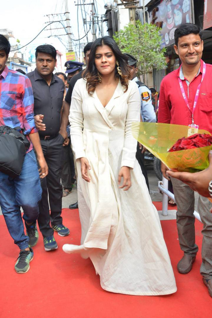 Indian Actress Hebah Patel At B New Mobile Store Launch Tenali