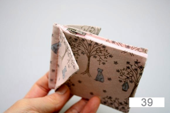DIY Wallet with yo-yo flowers step-by-step tutorial.