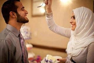 10 Sifat Istri yang Membuat Rezeki Suami Mengalir Deras