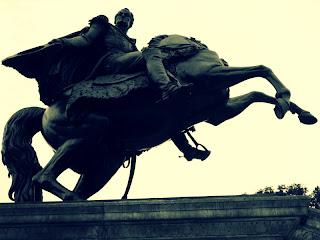 Monumento a Simon Bolivar, em Frente ao Congreso Nacional e ao Museo de la Inquisición, em Lima