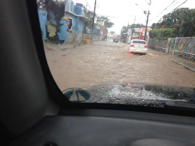 Situação da Rua Oswaldo Cruz nesta manhã de domingo