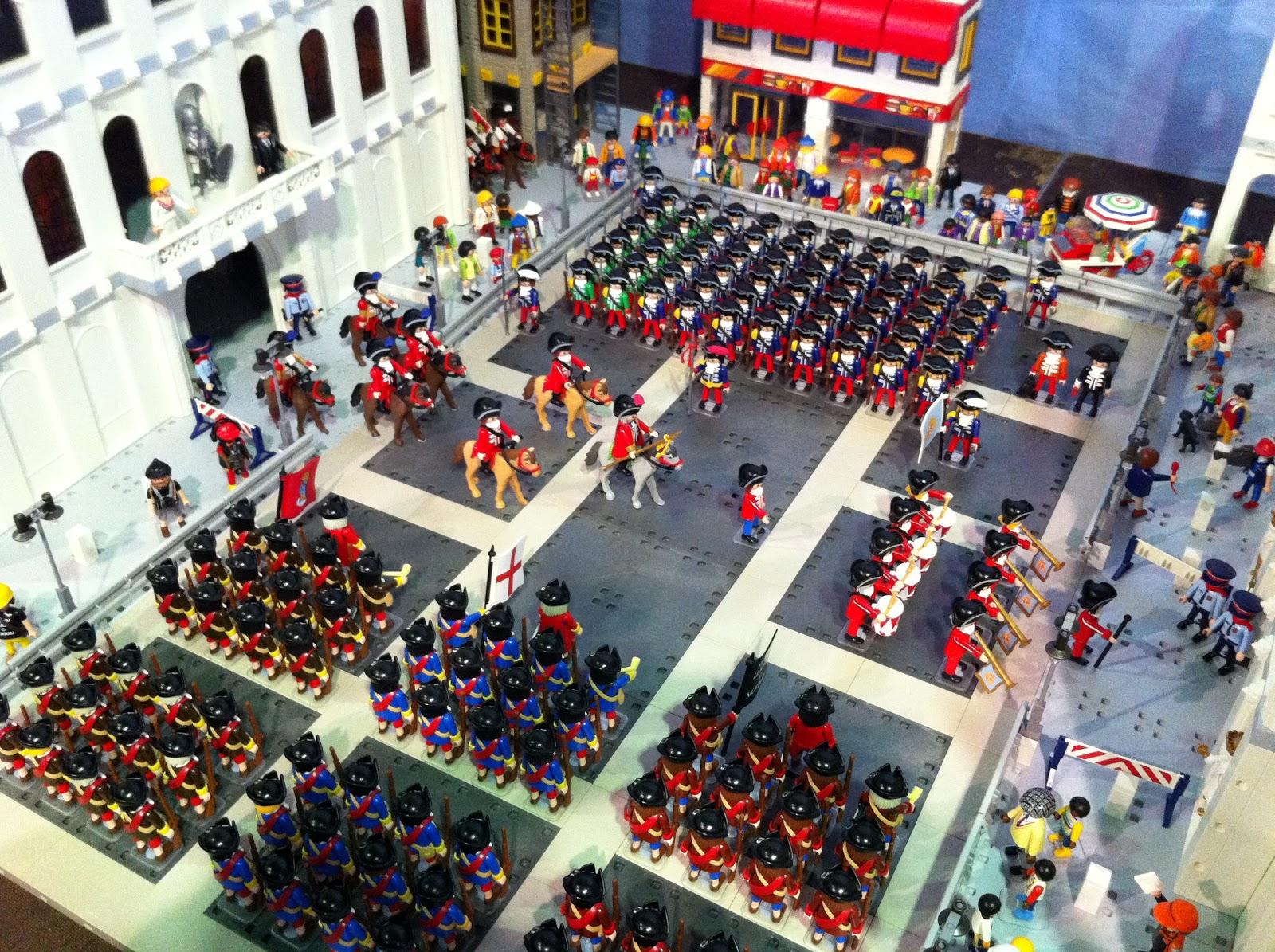 Parada militar dieciochesca con los clicks de Playmobil