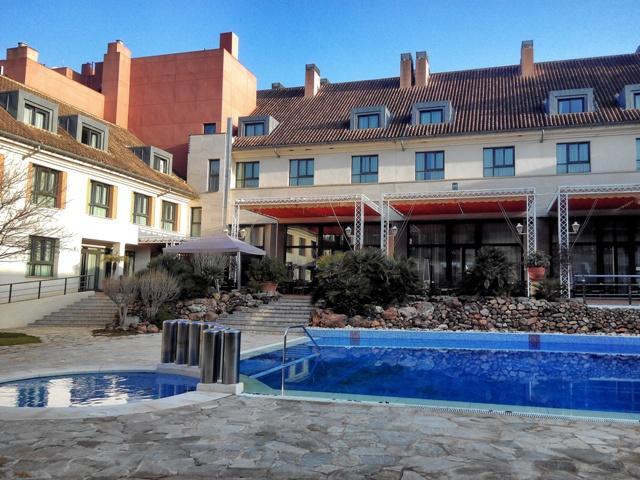 Piscinas exteriores del Hotel Antequera