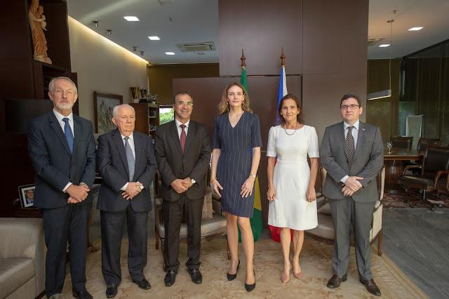 Governadora em exercício discute parcerias com embaixadora da República Tcheca
