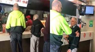 Άντρας πλήρωσε το γεύμα ηλικιωμένου συνταξιούχου όταν τον είδε να μετράει ψιλά για να πληρώσει στο ταμείο