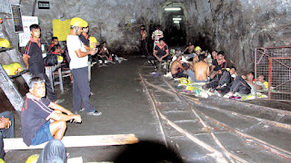Kahatagaha graphite mine workers