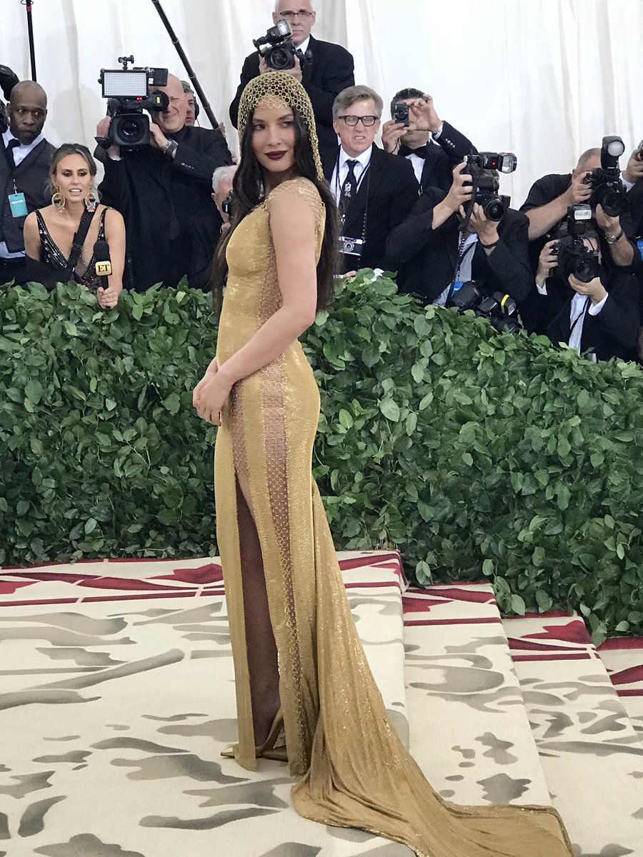 Olivia Munn in h&m Conscious Collection