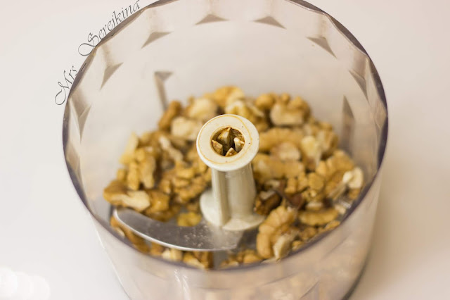 Garnet bracelet: step 11. Grinding walnuts